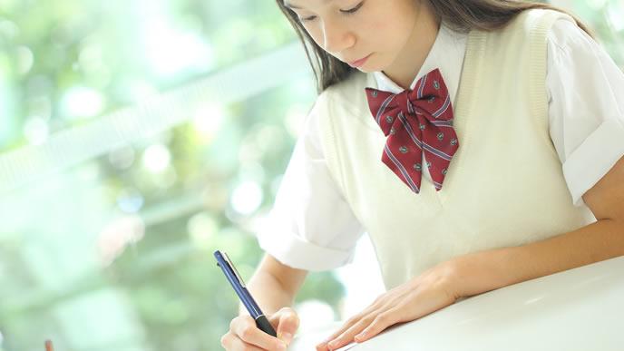 親に言われなくても勉強する中学生