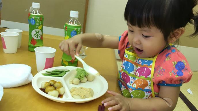 初めて食べるものにテンションが上がる女の子