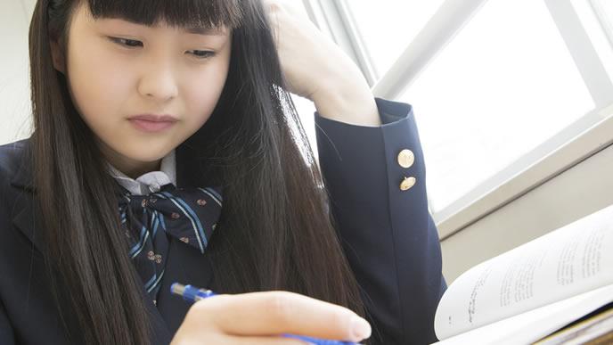 学校の勉強についていけずに悩む女の子