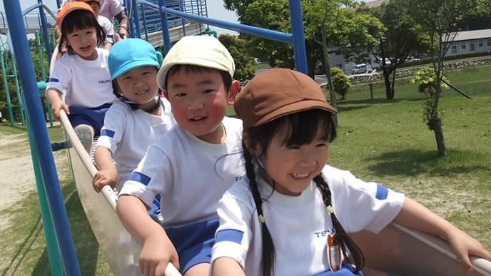 保育園の遠足が楽しい子供達