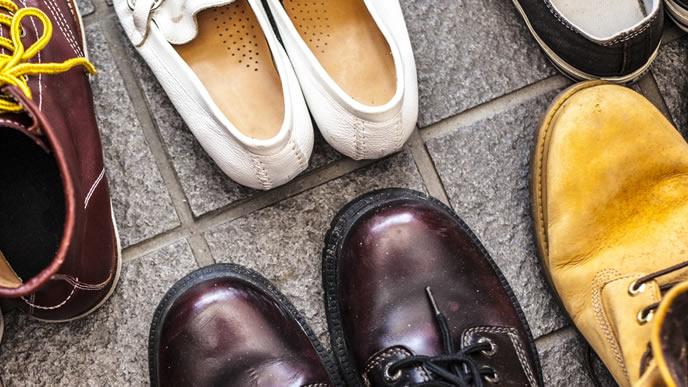 乱雑に置かれた玄関の靴
