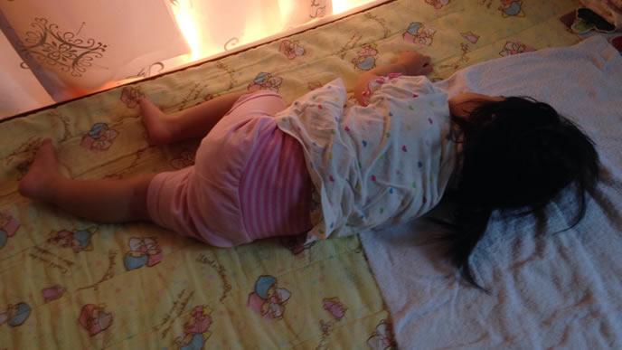 早寝早起の規則正しい生活をする女の子