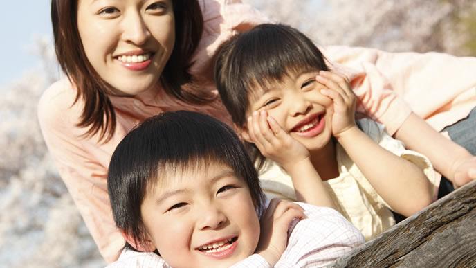 ママと子供が仲の良い笑顔が絶えない家庭