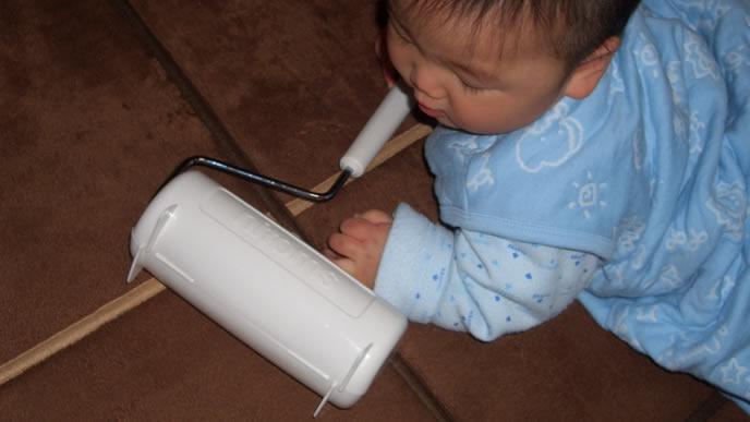 コロコロが大好きな赤ちゃん