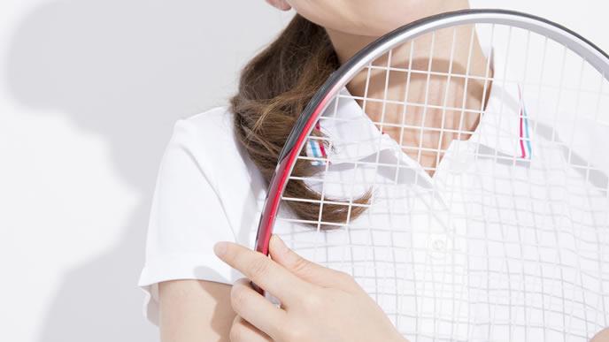 ママ友作りのためにテニスサークルに通う女性