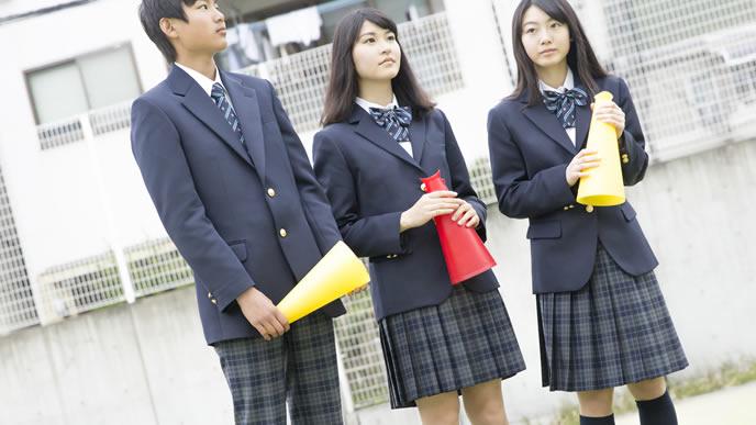 学校行事を応援する真面目な中学生