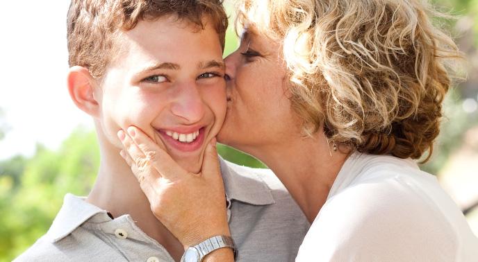 息子に過干渉な母親