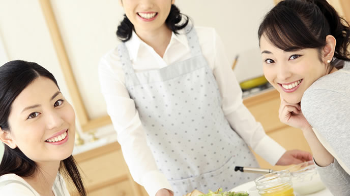 食事会を開くたびに褒め合うママ友