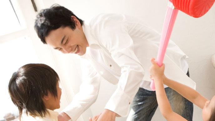 パパと遊ぶ子供