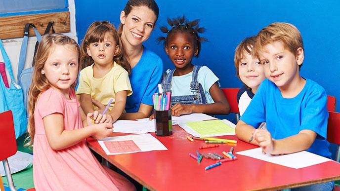 意欲や興味、知る喜びといった学習の動機となるものに重視