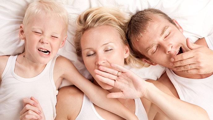家族で寝る