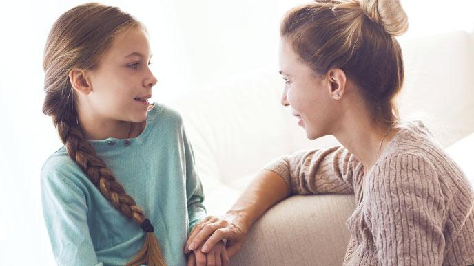 温和に話す親子
