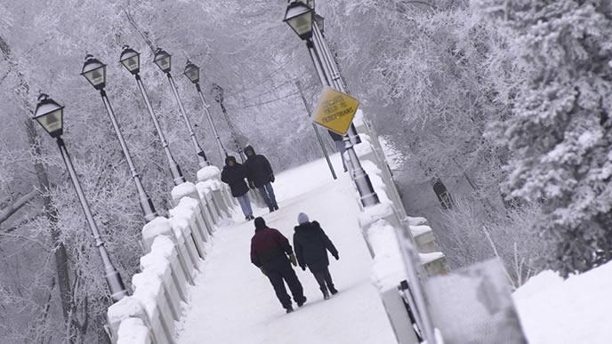 雪道を通勤する冬の朝
