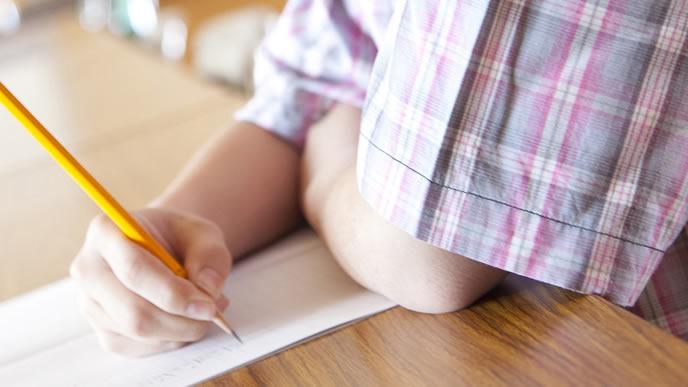 勉強に集中できない小学生