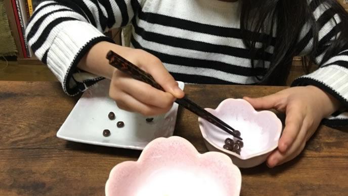 豆を掴む箸トレーニング4