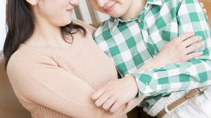 子供の悩みについて真摯に対応する親