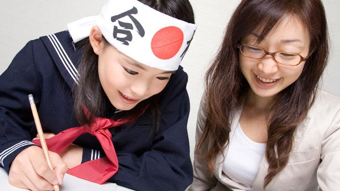 受験勉強に取り組む学生