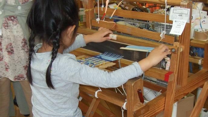 機織りが得意な女の子