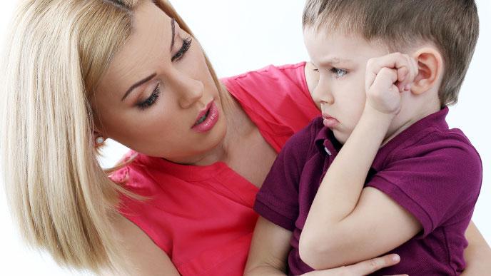 子供と話す親