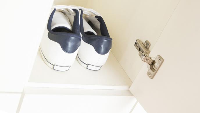 臭いの元となる靴箱