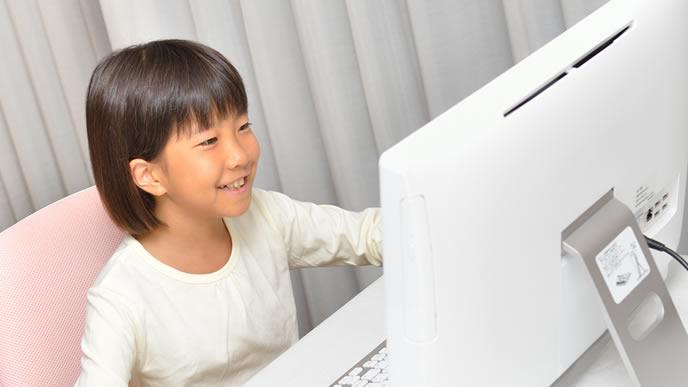 プログラミングが得意な女の子