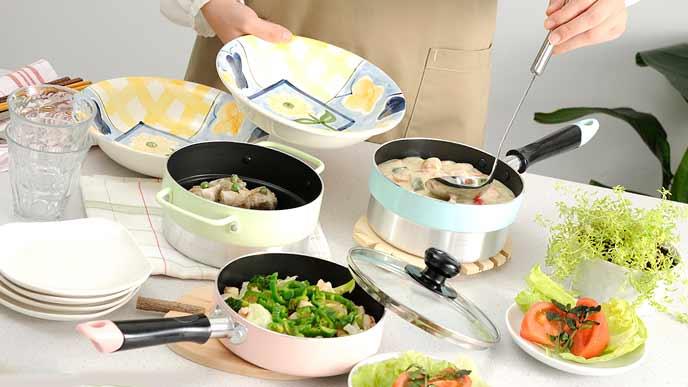 定番料理を作る女性