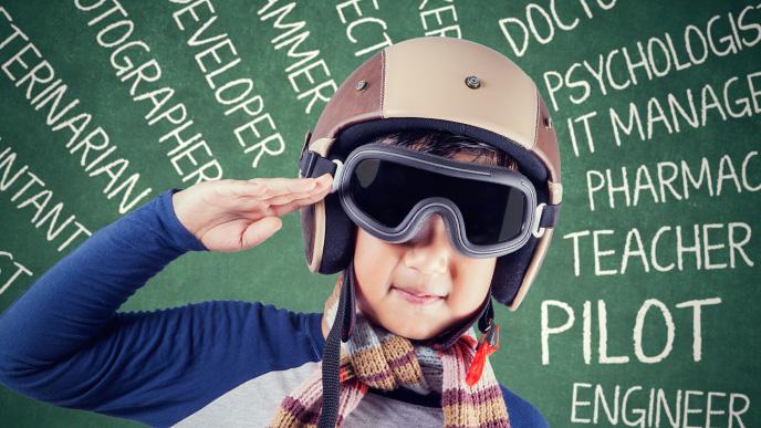 パイロットの体験をしている男の子