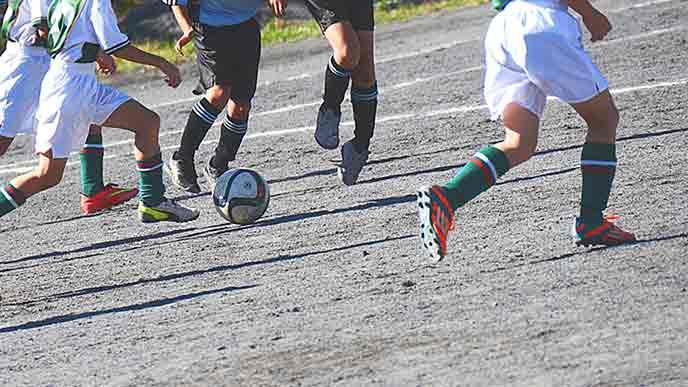 少年サッカーの練習試合をする