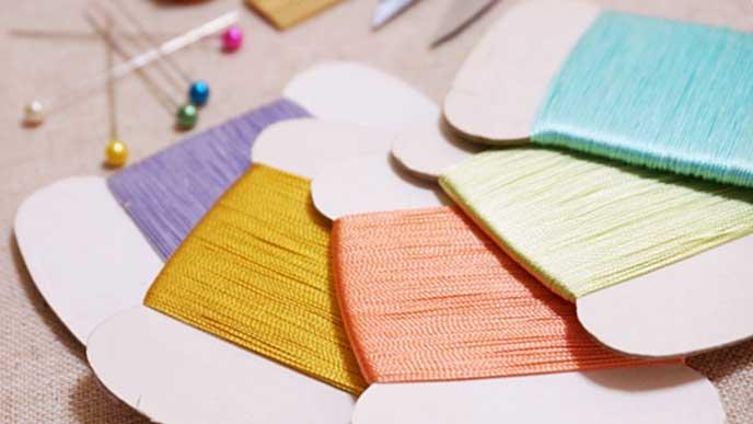 洋裁で使うカラフルな糸