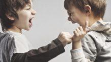 子供の喧嘩で親が仲裁に入るべきタイミングとメリット