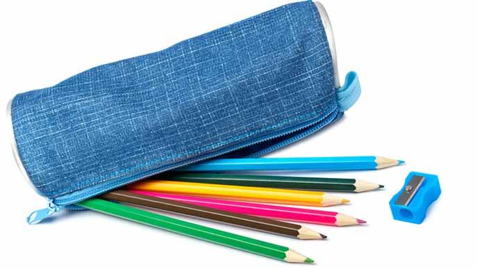 筆箱と色鉛筆