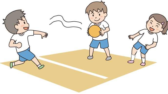 利き手と反対の手で投げるドッジボール