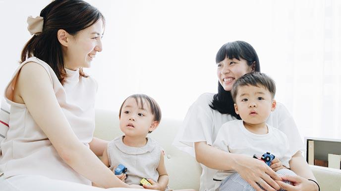 同じ月齢の母親が会話する