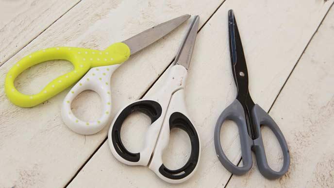 色々なデザインのハサミ