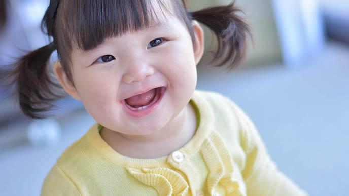 笑顔の1歳児