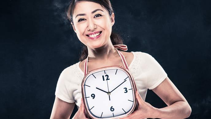 時計を持つ主婦