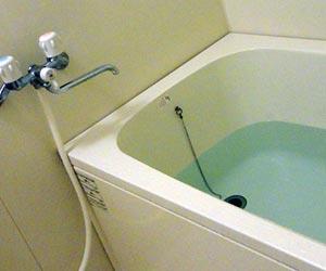 浴槽内にたまった水