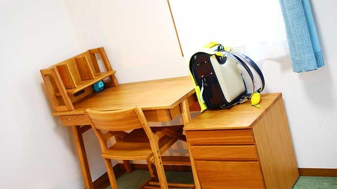学習机が置かれた子供部屋