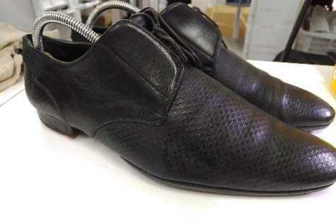 サラダ油を塗って靴クリームで綺麗にしたビジネスシューズ