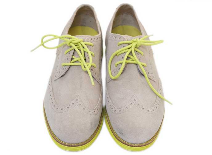 スウェード生地の靴とバッグ