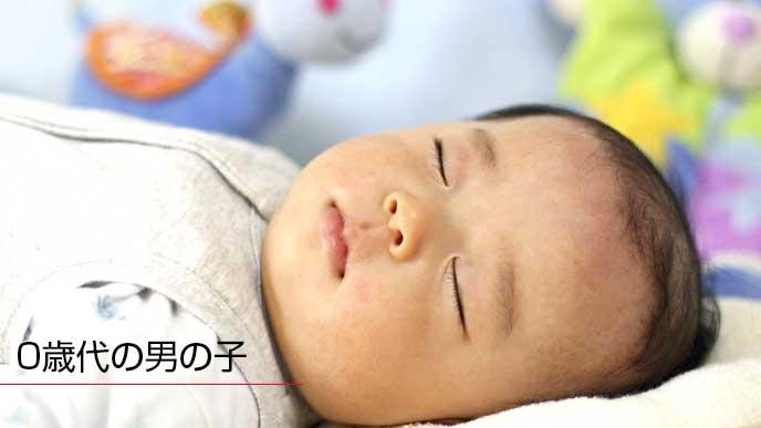 布団の上で寝ている赤ちゃん