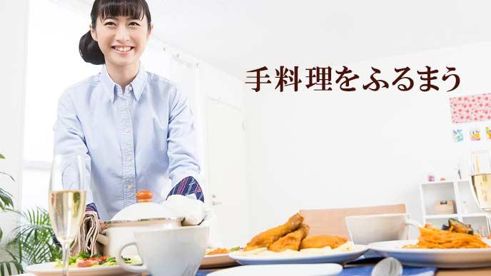 食卓に手料理を並べる女性