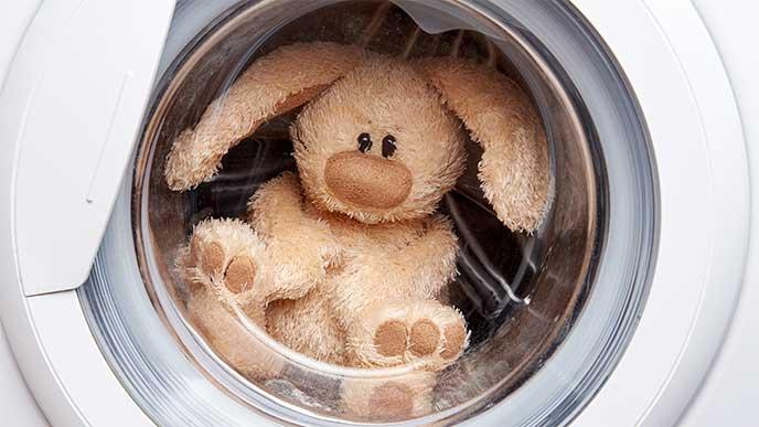 洗濯機で脱水されたぬいぐるみ