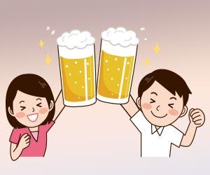 ビールジョッキで乾杯する男女