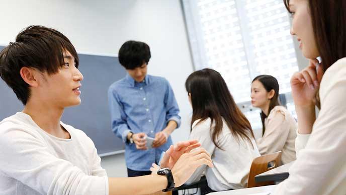 グループワークする大学生
