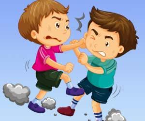 喧嘩する子供