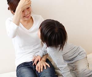 母親に話しかける子供