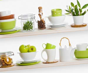 食器棚の中の緑