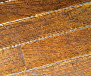 使い込まれた木の床