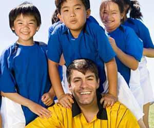子供のサッカーチームのコーチ